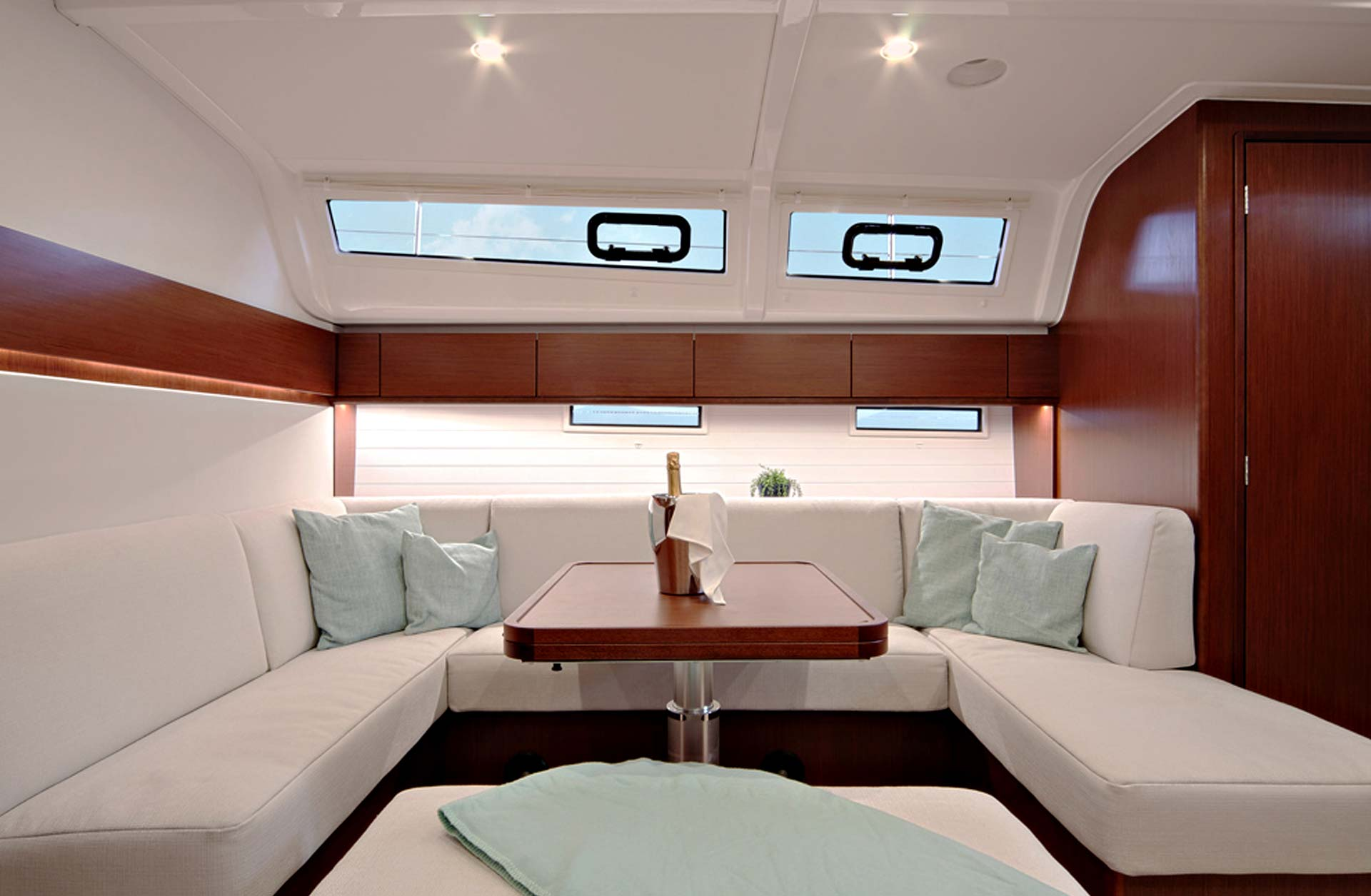 Bavaria Cruiser 51 Price - Interior