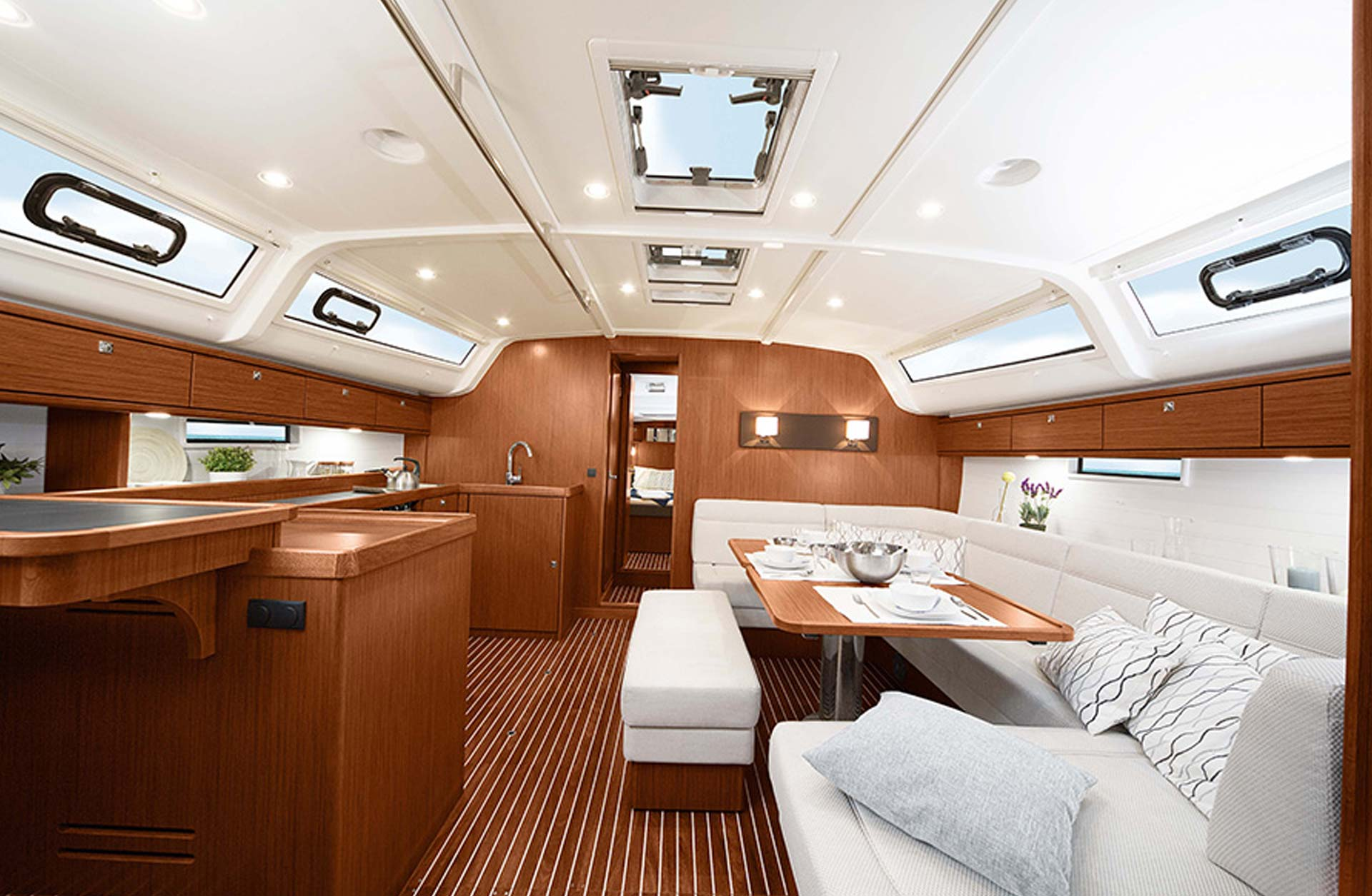 Bavaria Cruiser 51 New - Interior