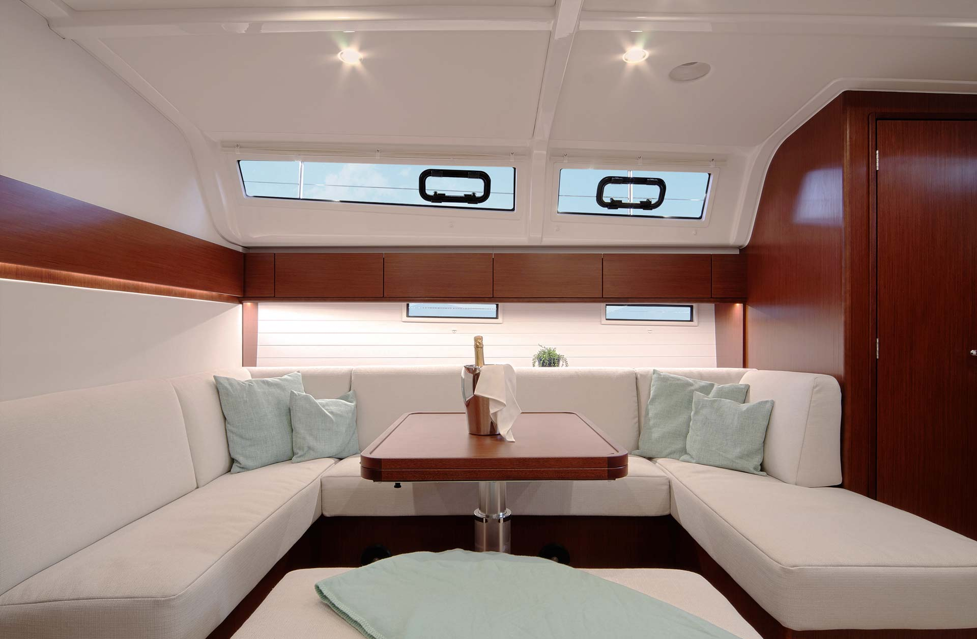 New Bavaria Cruiser 51 - Interior