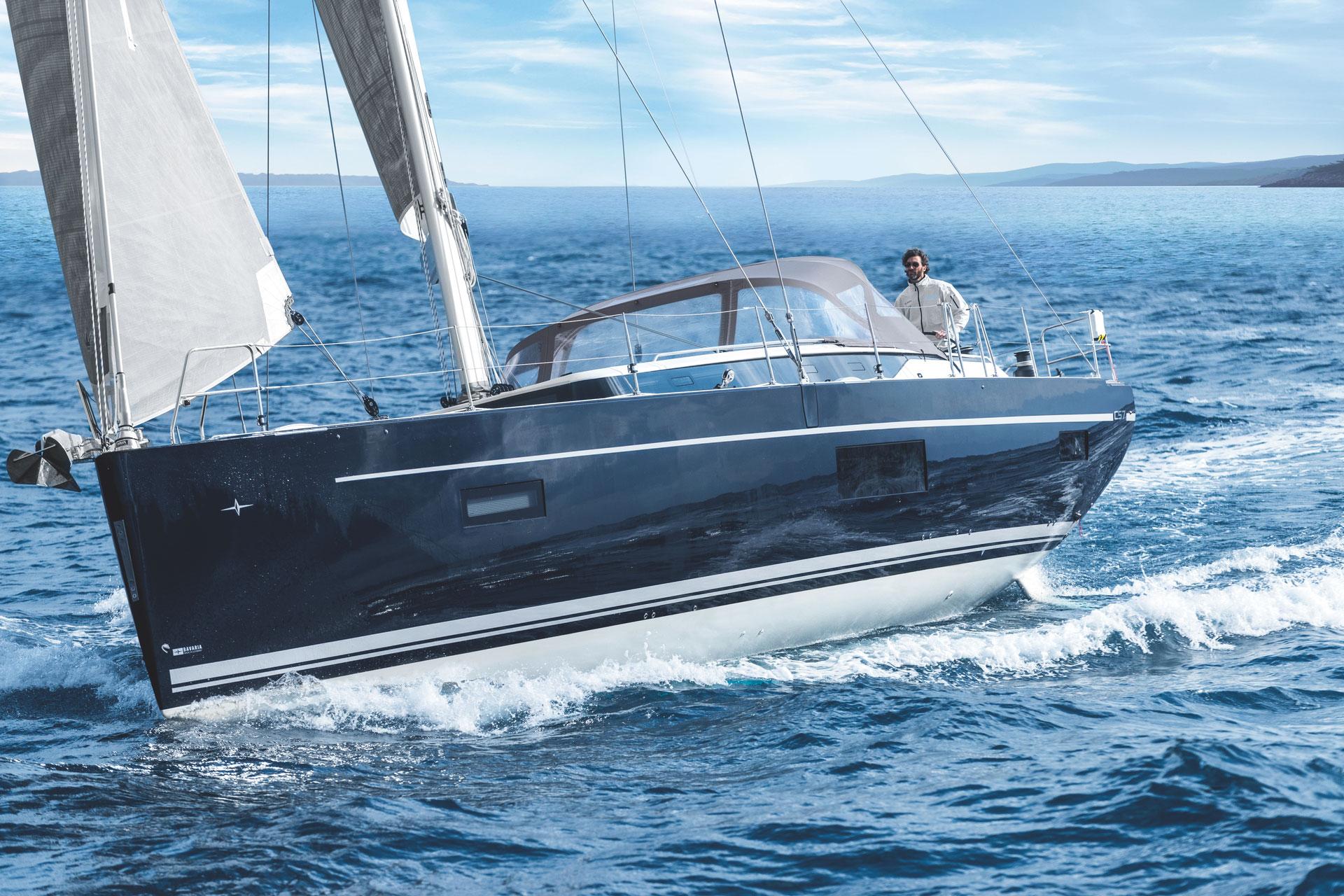 BAVARIA C57 Sailing upwind